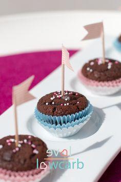 Mini Chocolate Chip Muffins mit Kokosmehl #ketogen #lowcarb #lchf #primal #glutenfrei #kokosmehl
