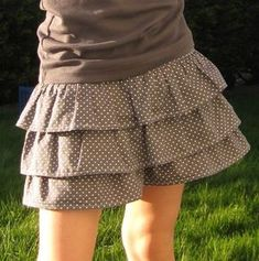 Vous avez vu ? Ces dernier temps je me lance dans des modèles Ugly Outfits, Kids Outfits, Dress Skirt, Midi Skirt, Sewing Online, Baby Couture, Fancy Dress, Personal Style, Dressing