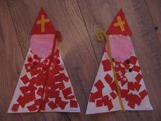 Sinterklaas: Nodig: grote driehoek voor het lijf, cirkel voor het hoofd, kleine driehoek voor de mijter, pijpenrager als staf, plakkertjes. Werkwijze spreekt voor zich.