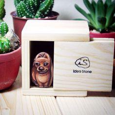 น้องมะหมาหิน size จิ๋วในกล่องไม้ขนาด 7x7cm (orderลูกค้า) สำหรับใครที่มองหาของจิ๋วๆ น่ารักไม่เหมือนใคร รูปแบบนี้ก็พอเหมาะน่ะค้ะ^^ #chihuahua #idea #Stone #painting #woodbox