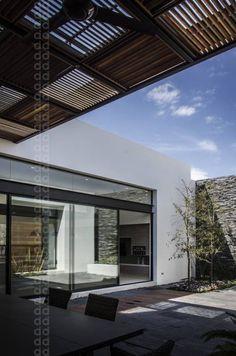 CASA AGR: Terrazas de estilo translation missing: mx.style.terrazas.moderno por ADI / arquitectura y diseño interior