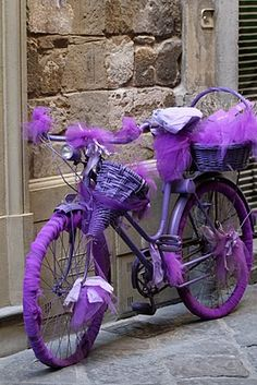 Purple Bicycle Wrapped in Violet. Purple Love, Purple Lilac, All Things Purple, Shades Of Purple, Deep Purple, Purple Stuff, Purple Ribbon, Gris Violet, Pink Lila