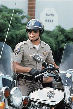 See related image detail Armadura Ninja, California Highway Patrol, Counting Cars, Cop Show, Star Wars, Old Tv Shows, Men In Uniform, State Police, Vintage Tv