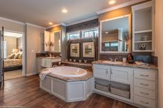 The master bath of The Sonora II FT32763B, a 3 Bedroom, 2 Bath, 2,356 Sq. Ft. manufactured home by Palm Harbor Homes. Call 1-888-466-3718 for the store nearest you!