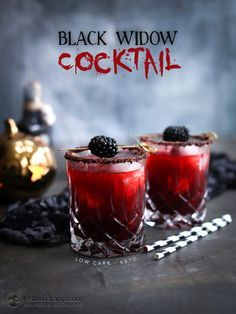 Low-Carb Black Widow Cocktail for Halloween (keto, sugar-free) (party drinks alcohol pina colada) Low Carb Cocktails, Easy Cocktails, Cocktail Drinks, Cocktail Recipes, Halloween Desserts, Fete Halloween, Halloween Drinks, Halloween Food For Party, Halloween Shots