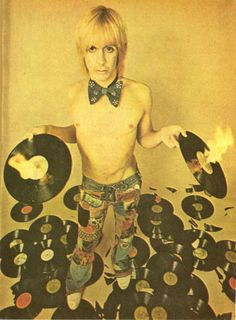Iggy Pop and vinyls Iggy Pop, Pop Rock, Rock N Roll, Iggy And The Stooges, Vinyl Junkies, New Wave, Rap, Record Players, Music Icon