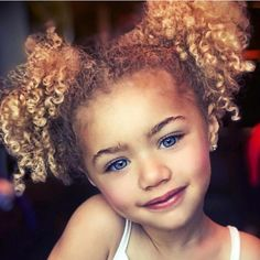 Golden Baby Girl Curls Golden Curly Girl – Ideas for baby girl haHow To Sleep With Curly H Cute Little Baby, Pretty Baby, Pretty Eyes, Beautiful Eyes, Cute Mixed Babies, Cute Babies, Beautiful Children, Beautiful Babies, Baby Lock