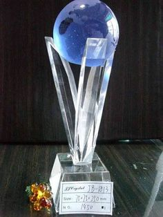 Crystal Bule Ball Trophy Size: 75*75*250mm 1).the material is K9 optical crystal 2).make of full handmake....