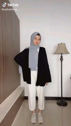 Hijab Fashion Summer, Street Hijab Fashion, Muslim Fashion, Casual Hijab Outfit, Ootd Hijab, Casual Outfits, Fashion Outfits, Mode Turban, Hijab Fashion Inspiration