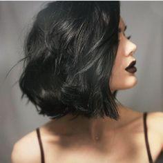 Ny hårfärg / New hair - Linda Hallberg Wavy Bob Hairstyles, Short Black Hairstyles, Short Hair Cuts, Short Dark Hair, Short Wavy, Braided Hairstyles, Wedding Hairstyles, Medium Hair Styles, Curly Hair Styles