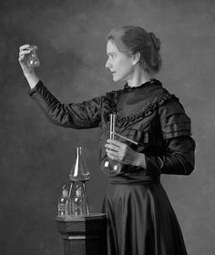 Marie Curie was a woman before her time. Born in in Poland, she was a genius in physics and in chemistry - Marie Curie zamanından… Marie Curie, Good Woman, Great Women, Amazing Women, Super Women, Prix Nobel, Nobel Prize, Interesting History, Women In History