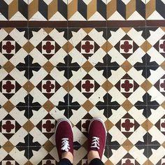 #artbeneathourfeet ✌️ ________________________________________________#ihavethisthingwithfloors #ihavethisthingwithtiles #ihaveathingwithfloors #ihaveathingwithtiles #fromwhereistand #lookdown #amazingfloors #floor #floors #floorart #floorlove #tiles #tilestyle #tileaddict #tileaddiction #selfeet