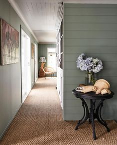 Interior designer Sibella Court has turned to the calm and sanctuary of life by the sea in her characterful home south of Sydney. Flat Hallway Ideas, Hallway Ideas Entrance Narrow, Modern Hallway, Hallway Designs, Sisal, Seagrass Carpet, Deco Nature, Coastal Living Rooms, Hall Design