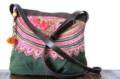 Le petit sac à main chouchou de cette sélection, ce sac ancien avec des broderies vintage