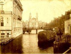 De Leprozengracht voor de demping in 1880 links gebouw Casino
