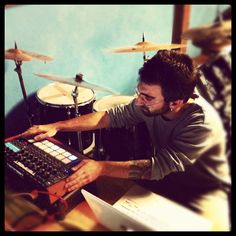 Tepe working on some beats with DSI Tempest Beats, Concert, Photos, Pictures, Concerts, Festivals