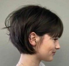 so messy in back. And not this dark - hair -Not so messy in back. And not this dark - hair - Short Sassy Haircuts, Bob Hairstyles With Bangs, Short Hair With Bangs, Short Hair Cuts, Short Hair Styles, Hairstyles Haircuts, Hair Inspo, Hair Inspiration, Grunge Hair