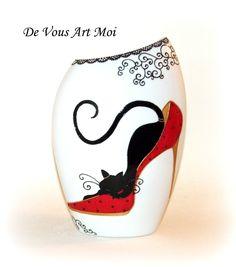 Vase escarpin rouge et chat noir peint à la main en porcelaine