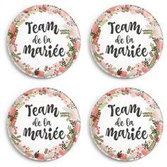 Découvrez notre sélection de badges originaux de mariage pour les mariés, les témoins, EVJF et EVJH