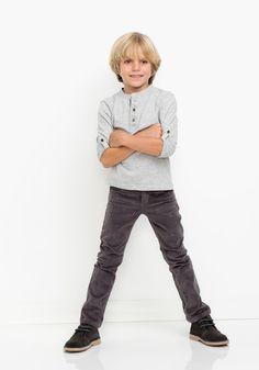 Pantalón de pana para niño. Con 5 bolsillos. Diseñado en España. Algodón 98%…