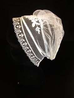 Coiffe du Léon. Bretagne European Costumes, Bonnet Cap, Folk Costume, Normandy, Headpieces, Traditional Dresses, Pagan, Brittany, Celtic