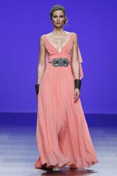 Vestidos de fiesta Matilde Cano 2016: mitología griega y moda Image: 27