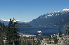 Picture of a BC Ferry leaving Horseshoe Bay in Vancouver, British Columbia