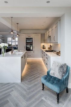 Open plan kitchen living room - The Most Popular Kitchen Lighting Ideas in 2019 Sooziq com – Open plan kitchen living room Open Plan Kitchen Living Room, Kitchen Dining Living, Real Kitchen, Home Decor Kitchen, Home Kitchens, Kitchen Lamps, Kitchen Ideas, Awesome Kitchen, Kitchen Grey