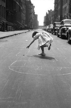 George S. Zimbel - Hopscotch 92nd St, NY, 1950. S)