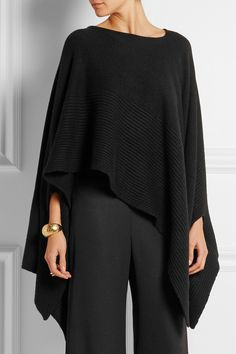 "Preto ""Donna Karan New York - Ribbed cashmere poncho"", ""Black cashmere Slips on cashmere Dry clean"" Cochella Outfits, Donna Karan, Poncho Outfit, Cashmere Poncho, Knitwear, Ideias Fashion, Style Me, Winter Fashion, Street Style"