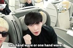 "In his mind: ""I'll do two hands, no that just looks gay.  I'll do one."" #lay"