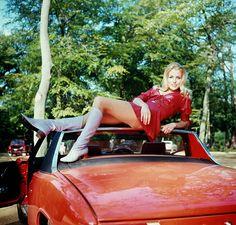 Boots fashion girls of years • Moda stivali e minigonne anni 1960 1970 Porsche 914, Porsche Cars, Vintage Porsche, Vintage Cars, Vintage Diy, Volkswagen, Vintage Boots, Vintage Motorcycles, Car Girls