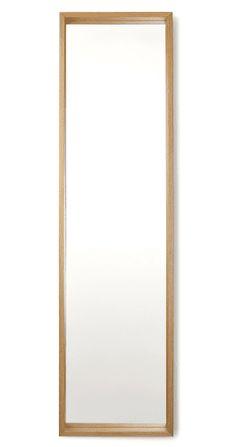 Miroir Wilson: Un design moderne, sans chichis. Ce miroir minimaliste deviendra vite inséparable de votre routine maquillage, même s'il risque de vous voler la vedette.