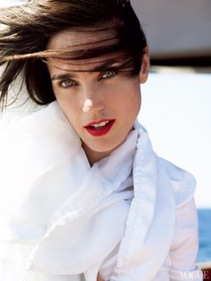 Jennifer Connelly tells Vogue which are her favorite facialist.