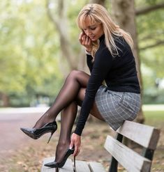 mini skirts and sexy legs Pantyhose Outfits, Pantyhose Heels, Black Pantyhose, Black Tights, Sexy Legs And Heels, Sexy High Heels, Women Legs, Sexy Women, Sexy Outfits
