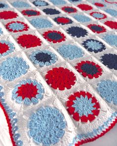 Sarita creative: CROCHET: Cotton Baby Blanket (circle in square pattern)
