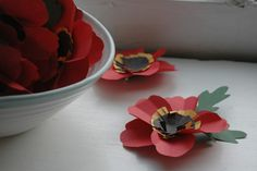 tutorial: a paper poppy pin for remembrance day Poppy Pins, Poppy Pattern, Remembrance Day, Construction Paper, Red Poppies, Anniversaries