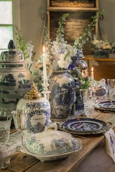 Blue and white vases with fresh flowers on the table French Decor, French Country Decorating, Place Settings, Table Settings, Deco Boheme Chic, Blue White Weddings, Blue And White China, Blue China, White Dishes