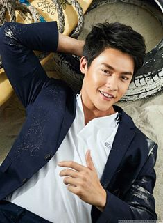 Male Fashion Trends: Mark Prin viste looks deportivos para el número de noviembre de GQ Tailandia Beautiful Smile, Gorgeous Men, Pretty Boys, Cute Boys, Gq, Korean Picture, Mark Prin, Male Fashion Trends, Actor Photo