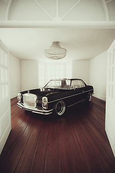 Mercedes benz oldtimer on work wheels . in a room. I know its obvious Mercedes benz Mercedes Auto, Mercedes Benz 300 Sl, Mercedes W114, Mercedes Sport, Retro Cars, Vintage Cars, Antique Cars, Bmw F10 M5, Benz Amg