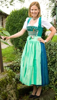 German Folk, All About Fashion, Personal Style, Costumes, Summer Dresses, Rock, Folklore, Africa, Clothes
