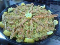 http://restaurantecarrayuncal.com/paella-restaurante-carrayuncal/ Prueba nuestras deliciosas paellas caseras restaurante Carrayuncal. Una paella de marisco o mixta con pollo y cerdo.  ¡¡Ambas ríquísimas con ingredientes frescos e irresistibles!!. ¡¡Arroz al punto, calamares, guisantes, pimiento rojo, gambas, cigalas, langostinos, almejas, mejillones, huevo duro!!