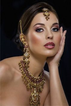 Professional Bridal Make up Lesson is an expert in the care of makeup as well as skincare and beauty products. In other words we can say that bridal make up lesson improve on acquire a certain look with the right hairstyle. Bridal Makeup Tips, Bridal Makeup Looks, Bridal Beauty, Indian Makeup Blog, Indian Wedding Makeup, Wedding Hair, Glamour Moda, Beautiful Bridal Makeup, Pretty Makeup
