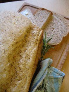 Pane con pasta madre nella macchina del pane
