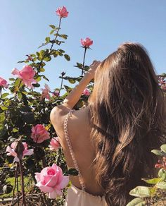 Shared by Aჳεթδαйðжαηка✓. Find images and videos about girl, hair and nature on We Heart It - the app to get lost in what you love. Lovely Girl Image, Girls Image, Girl Photo Poses, Girl Photos, About Hair, Hair Art, Makeup Inspo, Beauty Women, Flower Power