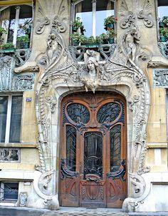 art nouveau, No. 29 Avenue Rapp (1901) by Jules Lavirotte, Paris, France | Steve Cadman