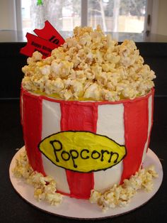 I absolutely love these Popcorn Cupcakes and they are a fun treat for all your party guests. These cupcakes would be a great addition. Pretty Cakes, Cute Cakes, Beautiful Cakes, Yummy Cakes, Amazing Cakes, Beautiful Boys, Crazy Cakes, Fancy Cakes, Cake Boss Buddy
