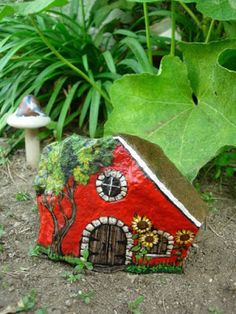 Easy paint rock for try at home (stone art & rock painting ideas Pebble Painting, Pebble Art, Stone Painting, House Painting, Garden Painting, Stone Crafts, Rock Crafts, Rock Painting Designs, Paint Designs