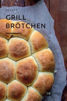 """""""Wer kennt das nicht, es ist Sonntag und die Freunde haben sich spontan zum Grillen eingeladen. Leider hat man aber kein Brot im Haus, sodass man selber ran muss. In diesem Fall empfehle ich euch diese weichen Grillbrötchen. Die haben bei uns in der Vergangenheit jedem geschmeckt."""" 🥰Dieses Rezept und viele weitere Backhighlights findest du im Rezeptbuch """"Kuchen, Gebäck & mehr - Tinas Küchenzauber"""". Exklusiv erschienen im HEYNNA® Verlag und in unserem Shop erhältich. 🤩 Hot Dog Buns, Hot Dogs, Bread, Mudpie, German Cuisine, Past, Friends"""
