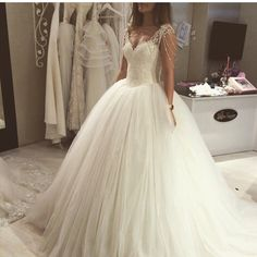 Cheap lace wedding dress, Buy Quality vintage lace wedding dress directly from China wedding dress Suppliers: Robe De Mariage Vestido De Novia Tank Tulle Wedding Gown 2017 Sweetheart Beaded Shoulder Vintage Lace Wedding Dresses Lace Wedding Dress, Wedding Dresses With Straps, 2016 Wedding Dresses, Princess Wedding Dresses, Tulle Wedding, Bridal Dresses, Ivory Wedding, Bridesmaid Dresses, Wedding Gowns